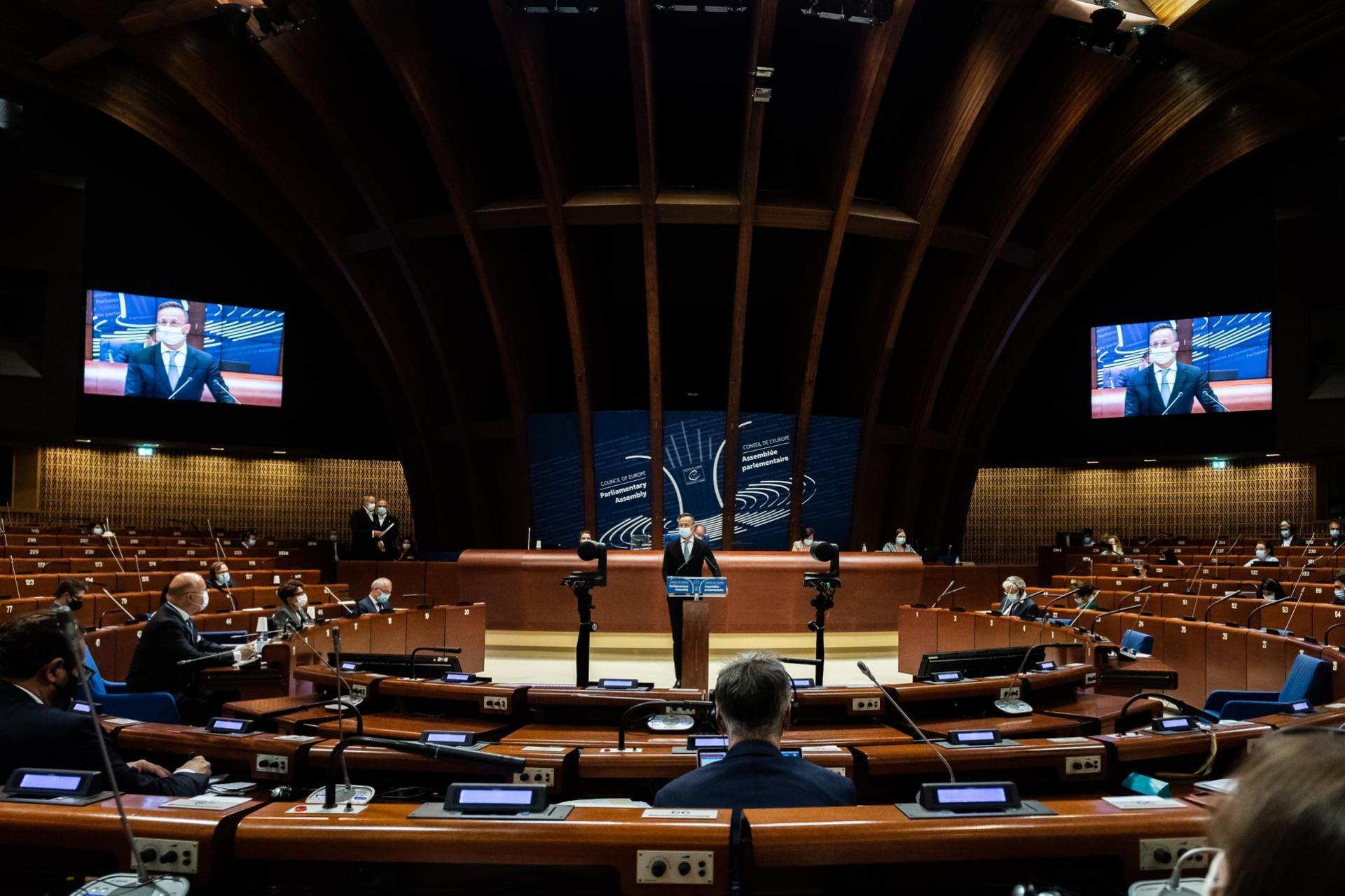 Európának meg kell védenie a nemzeti kisebbségeket és a vallásgyakorlás szabadságát